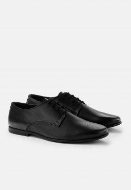 נעלי דרבי עור טקסטורה במראה אלגנט