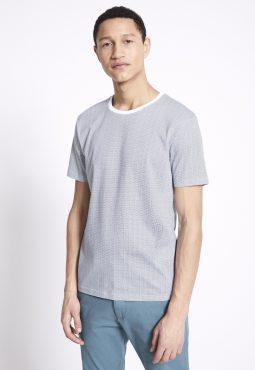 חולצת טי טקסטורה עם צווארון לבן