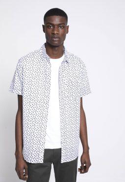 חולצה מכופתרת שרוול קצר והדפס בגזרת regular