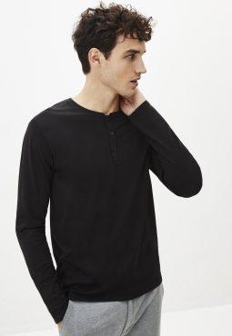 חולצת טי שרוול ארוך וכפתרה קדמית