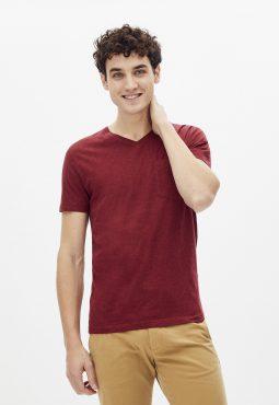 חולצת טי צווארון וי עם כיס חזה
