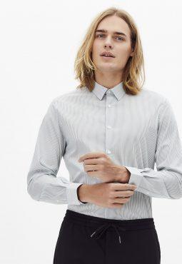 חולצה מכופתרת פסים סטרץ' בגזרה צרה