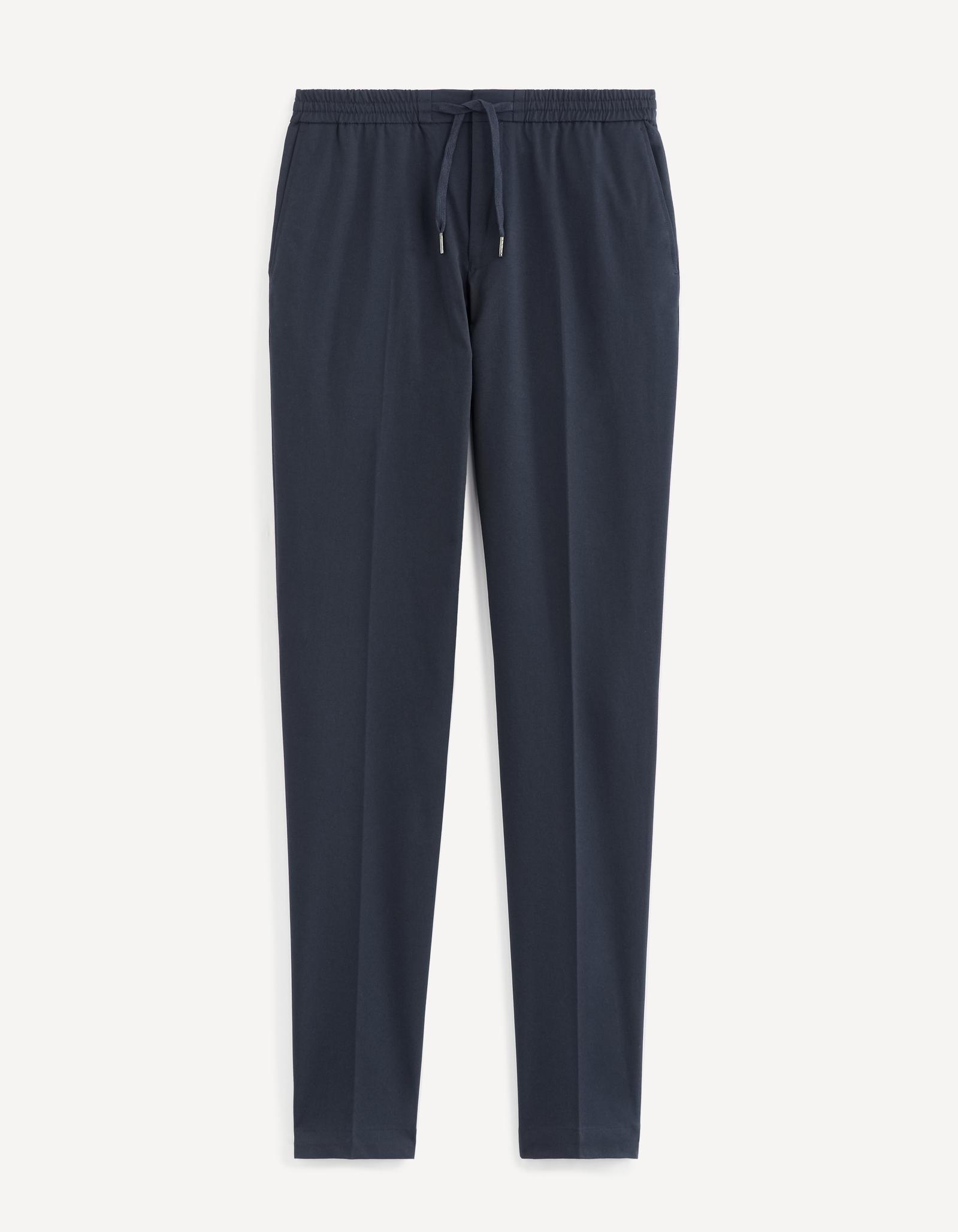 מכנסיים בגזרה צרה