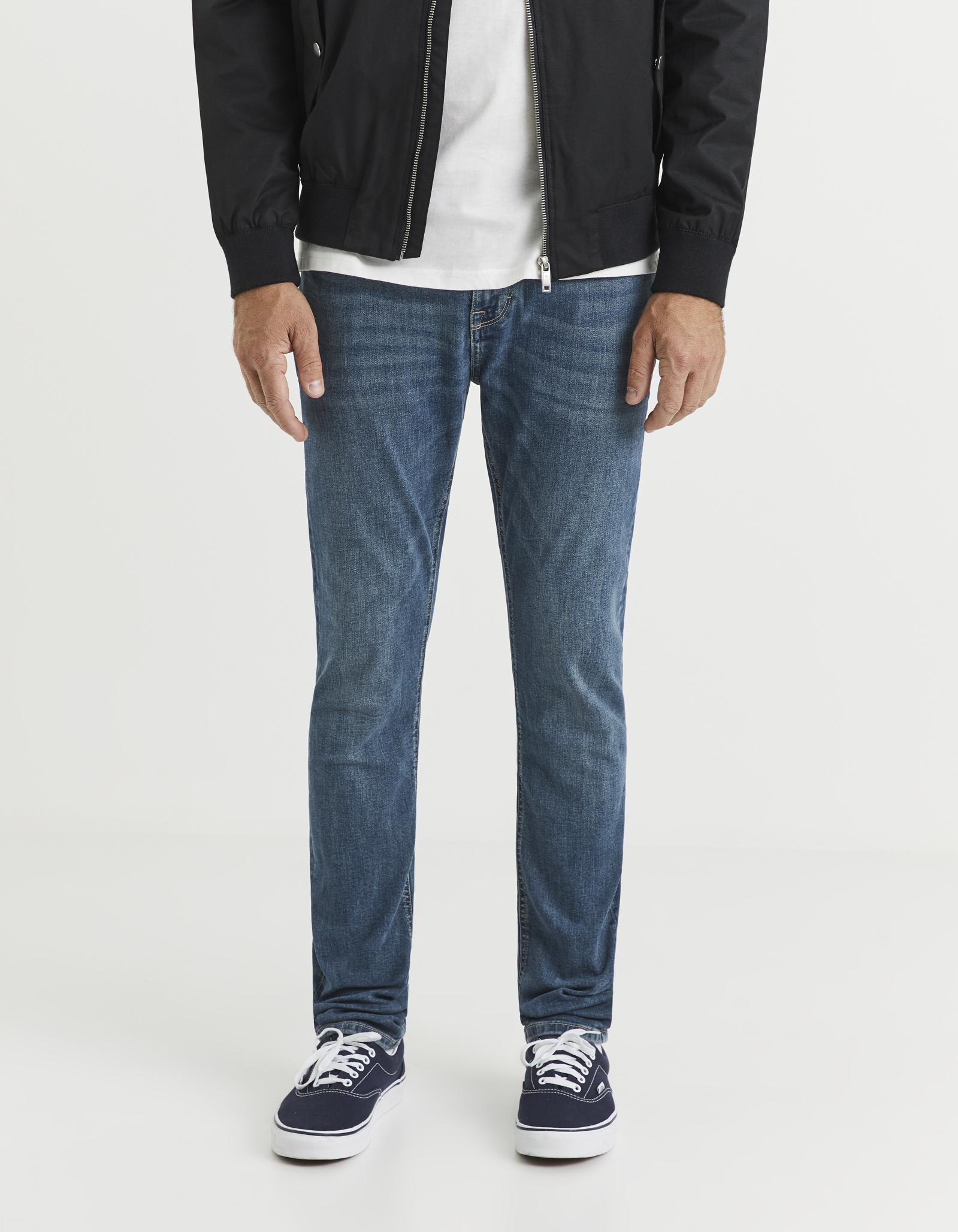 ג'ינס גזרת סלים